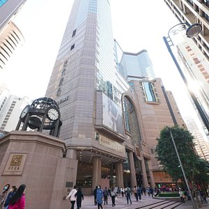 Situated at Causeway Bay, the most vibrant district in Hong Kong, Times Square is one of the most popular tourist spots, favorite shopping and dining places of the region, and is the most vibrant mega-mall in town.