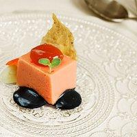 Esponja de tomate, bacalao, ajo y pimiento