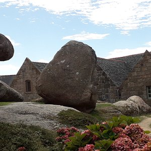 Rochers près de la chapelle sainte Anne des rochers à Trégastel.