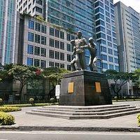 incrocio tra Ayala avenue e Paseo de Roxas