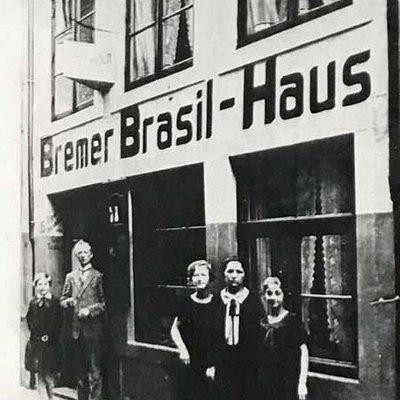 Das Künstlerhaus ART15, als es noch eher Zigarren als Kunst verkauft hat. Damals das Bremer Brasilhaus. Man kann noch Artefakte im Gebäude von damals entdecken -  wenn man genau hinschaut!!