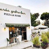 Local con una estupenda terraza donde tomar una gran pizza en horno de leña o algún plato japonés.