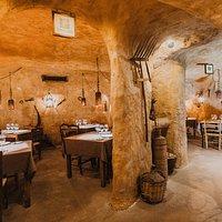 Nuestros comedores privados ubicados en cuevas de adobe, Una espacio único para degustar nuestra carta.