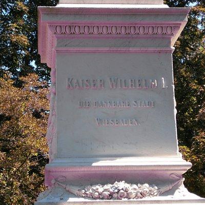 """Das Kaiser Wilhelm II. Standbild wurde am 16. Oktober 1894, im Beisein vom Kaiser Wilhelm II. enthüllt... Im Park:  """" Warmer Damm """" in Wiesbaden..."""