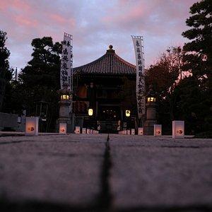 萬燈会_本堂前 / Mantoe (buddhist lantern festival)_in front of the temple main hall