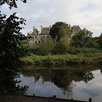 Abbaye de Bon Repos à St Gelven (22570)  En face le café-restaurant :)