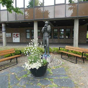 Statyn ''Ragtime'' i Ragtimeparken i Hällefors
