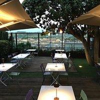 Il giardino panoramico sulle colline della Vallesina