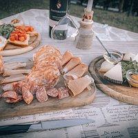 𝐓𝐚𝐠𝐥𝐢𝐞𝐫𝐞 𝐓𝐨𝐬𝐜𝐚𝐧𝐨 selezione di salumi, formaggi e crostini del territorio