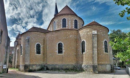 Construite au 12ème, 15ème et 19ème siècles, son classement par les Monuments Historiques date de 1886. C'est un élément précieux du patrimoine local, mais comme d'autres éléments de ce patrimoine, sa mise en valeur semble souffrir du succès de la cathédrale.