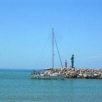 La Statua del marinaio . Imboccodel porto di San Vincenzo