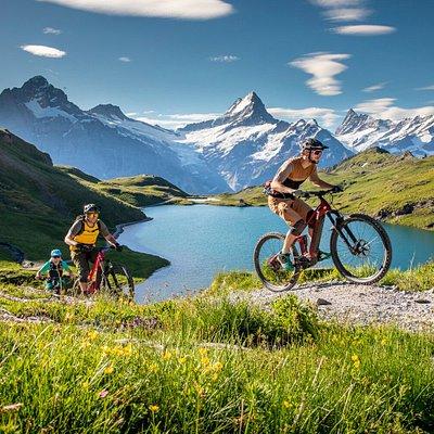 Backdoor Grindelwald E-Bike Rental, im Hintergrund der Bachalpsee