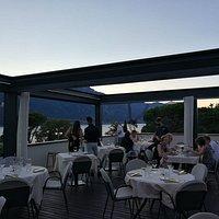 Magnifica terrazza con vista lago, cene romantiche o in compagnia.
