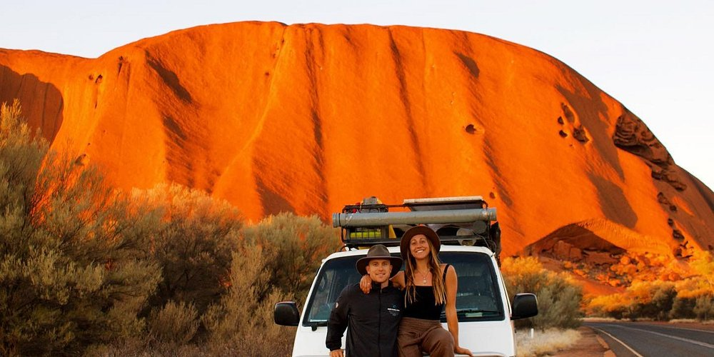 It's drives like these that are unmistakably Australian. This is the must-see Uluru-Kata Tjuta National Park.❤️🧡💛🚐  Image: @be_buoyant