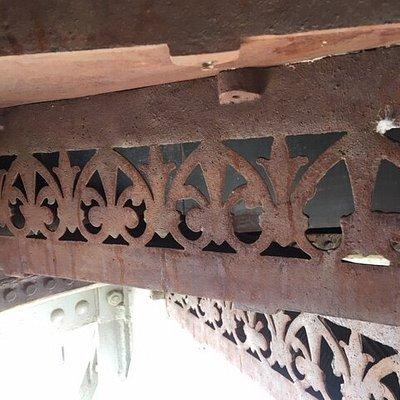 Detalle de la escalera de caracol metálica