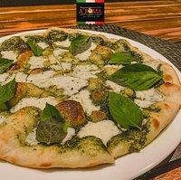 🍕 Pizza Neo Pesto.⠀⠀ ✅ Molho pesto artesanal, mozzarela de búfala e manjericão.⠀⠀ ✅ Delicioso, crocante, com recheio e molhos especiais.⠀