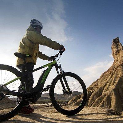 Bardenas Bike es una empresa de alquiler de bicicletas para disfrutar como nunca de las Bardenas Reales de Navarra.  Inscrita en el Registro de Empresas de Turismo de Navarra con el código UETAC047