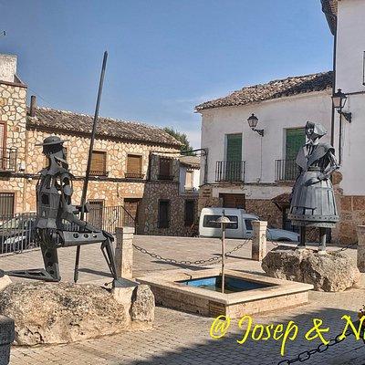Monumento a Don Quijote y Dulcinea en El Toboso