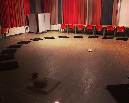 Vipassana en Actieve meditatie lessen in Zwolle. Fijne meditatie ruimte.