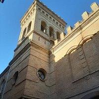 Angolo di palazzo Cherubini.  Qui soggiornò Theodor  Mommsen che condusse studi  storico-archeologici sulla cittadina.