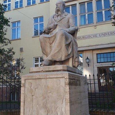 Richard von Volkmann Statue