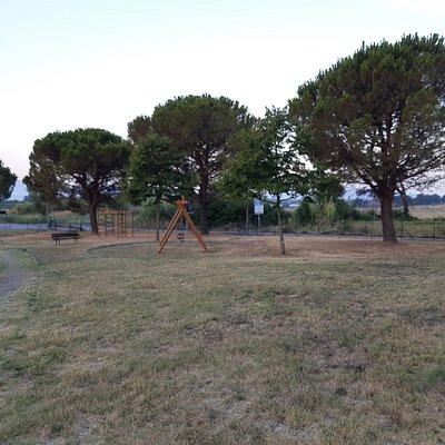 scorcio dei giardini con camminamento e giochi
