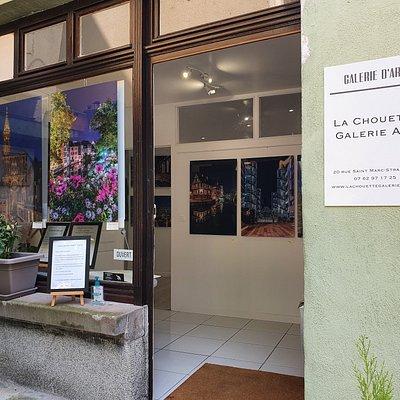 Photo de la vitrine de la galerie
