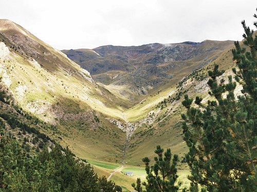 La Vall vista desde el camino que lleva al mirador del quer