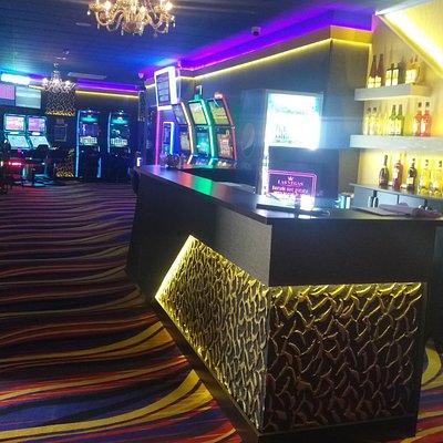 Sală de jocuri Las Vegas Games – Constanţa, Lăpuşneanu - sloturi, păcănele, jocuri de noroc, ruletă, jackpot-uri, pariuri sportive, cafenea, bar, băuturi din partea casei, tombole, premii cash, distracţie şi multe surprize
