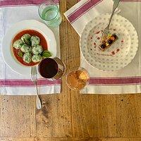 """Prendiamo spunto dalle ricette della cucina Toscana tradizionale aggiungendo un """"tocco"""" di freschezza e di creatività"""