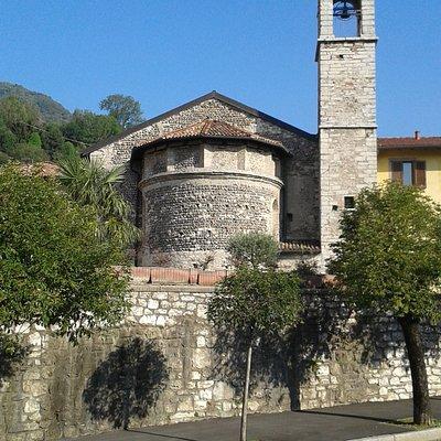 L'abside e il campanile dell'antica chiesa