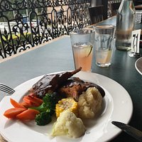 Lamb cutlets, mash and vegetables with plain gravy
