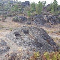 Sepulturas escavadas na pedra