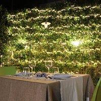 Il giardino interno di Olo Kalò