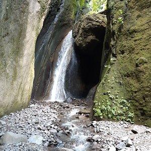 Luituy Tours  Belleza Natural Cascada Tz'ununa.
