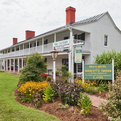 Historic landmark that dates to the 1700's. Now home to a gift shop selling locally-made handcrafts and a café offering light luncheon fare.
