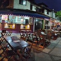 Artesano Búzios Pizzaria ... localizada na paralela da Rua das Pedras , travessa Manoel Turíbio de Farias - centro de Búzios. Charme e gastronomia de qualidade , sempre juntos .