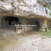 Ingresso della Grotta di San Michele a Profeti di Liberi (CE).