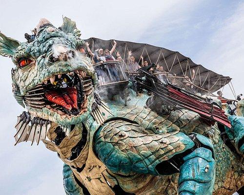 Le Dragon de Calais et ses passagers sur le front de mer © Fred Collier, Ville de Calais