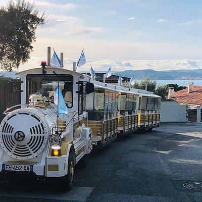 Le Petit Train de Sainte-Maxime dans la montée du Sémaphore