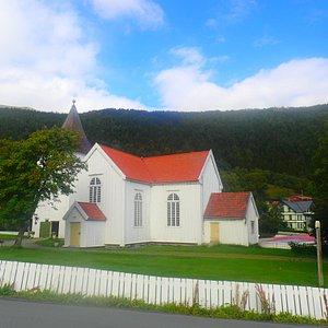 It shall be LYNGEN kirke not Lynge on the name of church