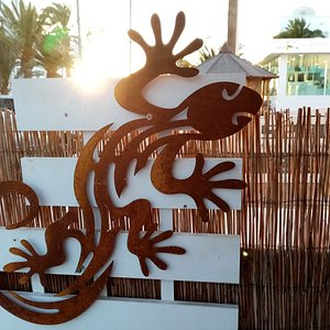 Corten Steel Lizard 60cm made by a local artisan specialized in craftiing this league od steel that doesn't rust, perfect for outsides.