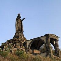 Statue de Notre-Dame-de-la-Garde à Volvic.