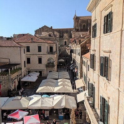 Looking over the market stalls towards the Jesuit Staircase.
