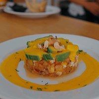 Tartar de gambas con salsa de mango