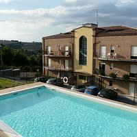 Apartments to rent near by with a pool for use
