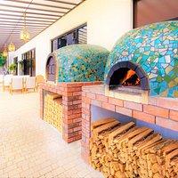 窯焼のピッツァやお肉料理が自慢のイタリアンレストラン