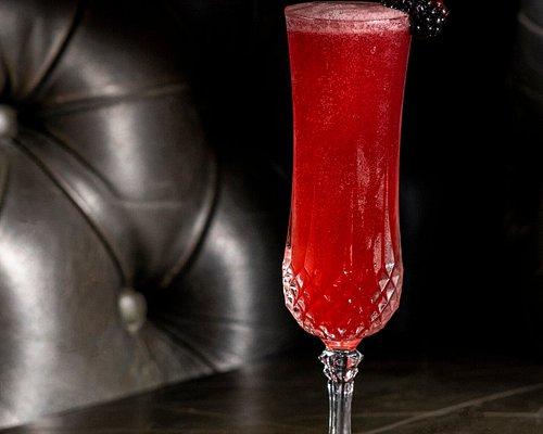 Grand Khaan vodka, prosecco 🍾 Succo di pompelmo rosa 🌸 Frutta Rossa 🍓 #Magellano #RaisaGorbacheva