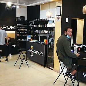 Momenti con i clienti di Mr. Vapor....