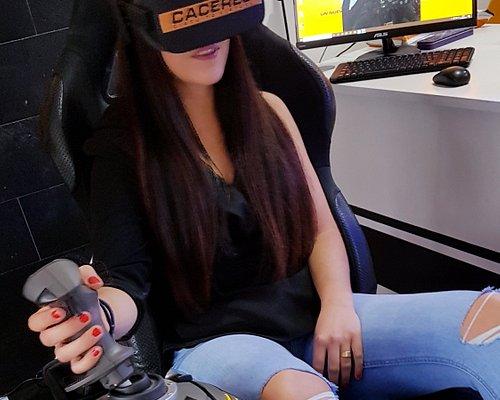 SIMULADOR profesional de avión con movimiento y gafas VR. ¡Te sentirás un auténtico pilot@ subido a un avión casa! TARIFAS PARA NO SOCIOS 30 minutos = 9€ 60 minutos = 12€ 90 minutos = 15€